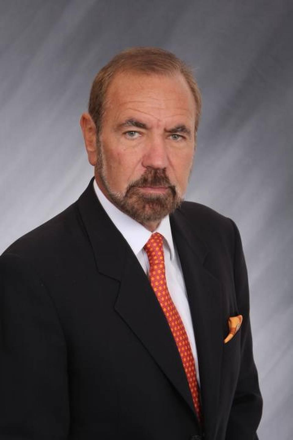 Jorge pérez author businessman cuban descendant