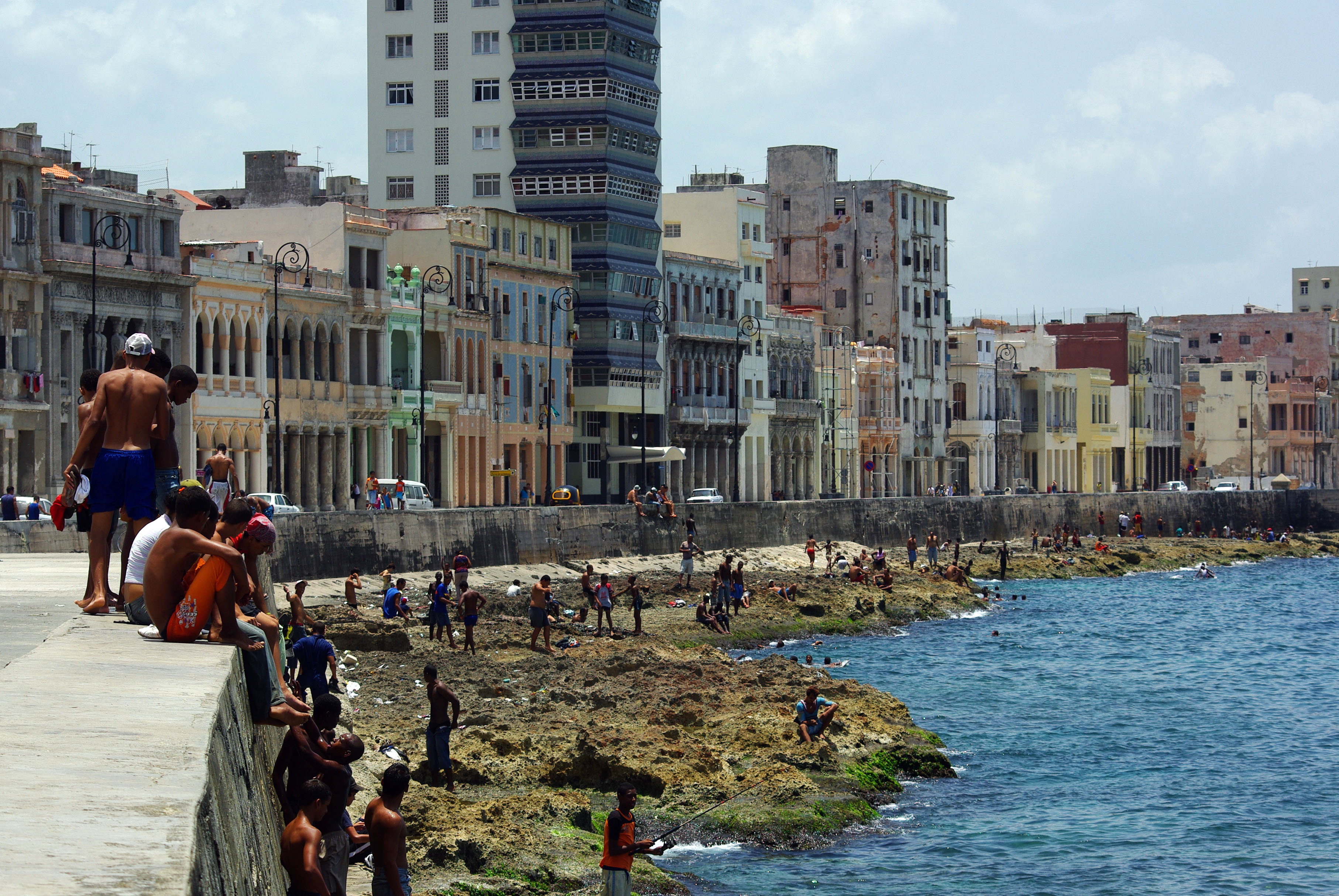 Havana s malec n and its baths history photos los - Fotos banos ...