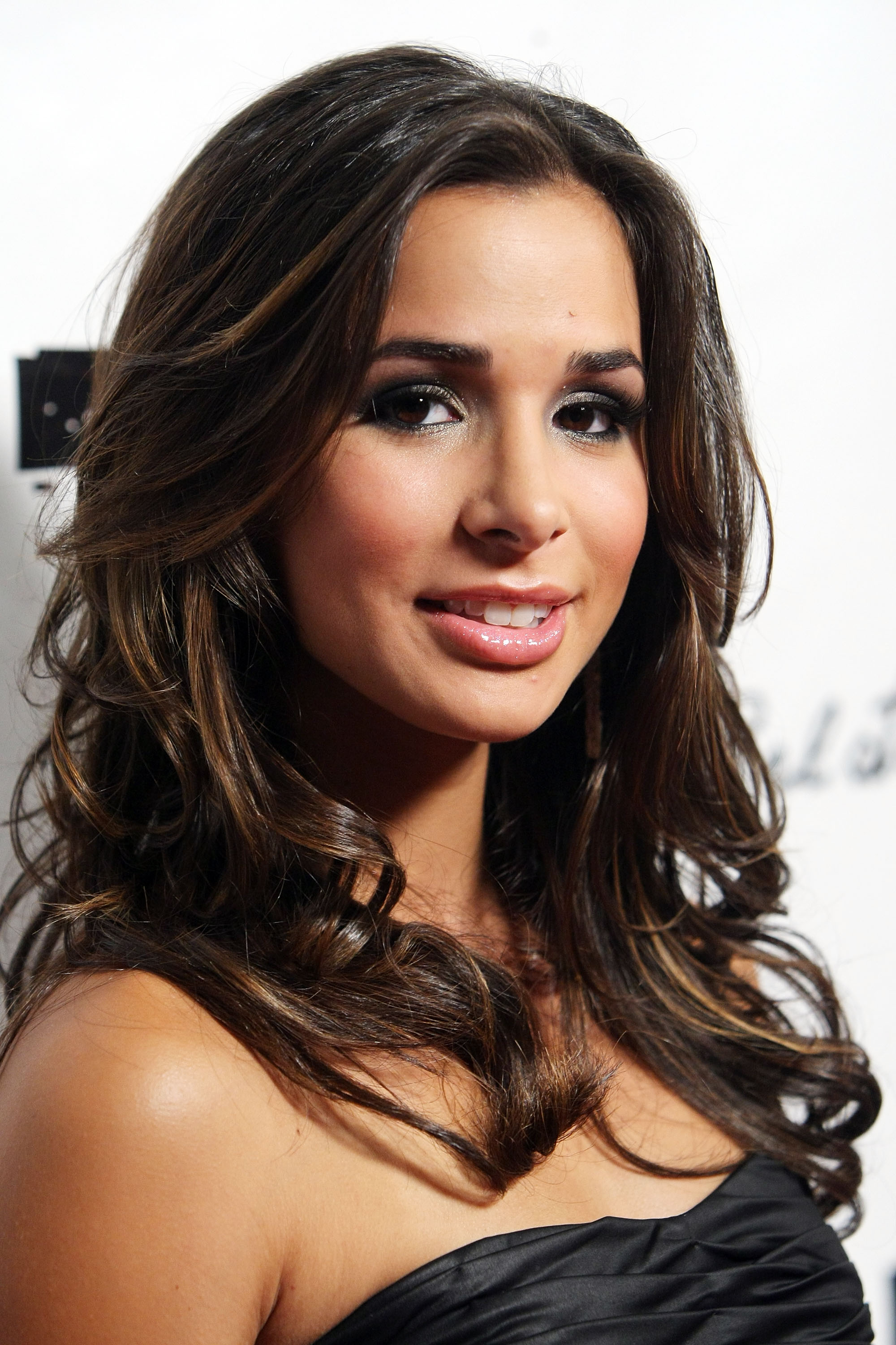 Photo of Josie Loren and her 2017 natural make up style, products & tips
