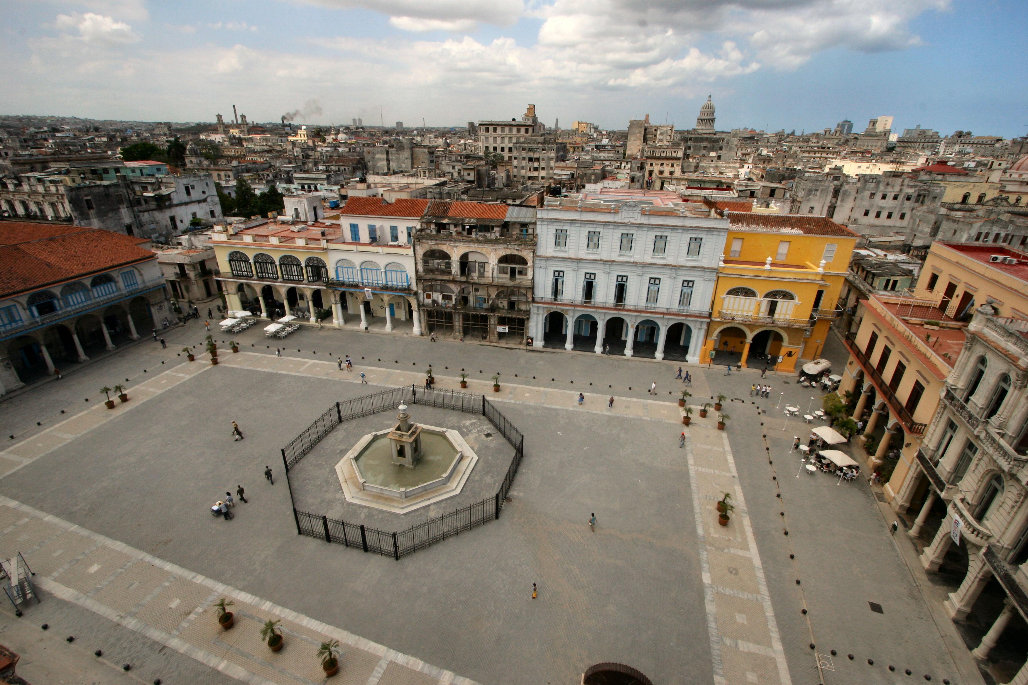 "THE OLD SPANIARD ""Plaza de Armas"", Havana Vieja. Cuba ..."